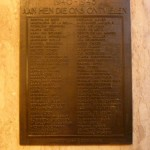 Plaquette ter herinnering aan de omgekomen medewerkers