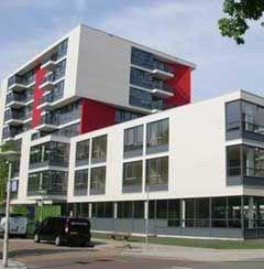 Het Mr. L.E. Visserhuis, Joods woonzorgcentrum in het Benoordenhout, is vernoemd naar mr.dr. Lodewijk Ernst Visser
