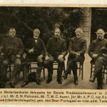 Nederlandse delegatie tijdens de Eerste Vredesconferentie in 1899, tweede van rechts Tobias Asser. Collectie Haags Gemeentearchief