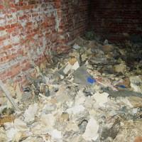 Archiefstukken in de kelderruimte onder Harstenhoekweg 111
