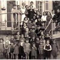 Joodse vluchtelingkinderen voor Huis ten Vijver, ca. 1940 – foto afkomstig van George Tscherny, collectie Miriam Keesing