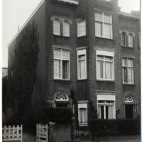 Woonhuis van Paul Cohen de Boer in de Van Aerssenstraat 11 (huis rechts op de foto) - collectie Haags Gemeentearchief