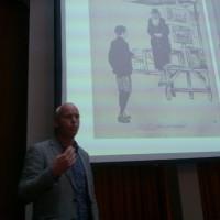 Ewoud Sanders tijdens zijn lezing over Joodse straatboekhandelaren