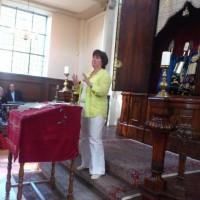 Rabbijn Marianne van Praag tijdens haar lezing over de vrouw in het Jodendom