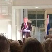 Burgemeester Jozias van Aartsen tijdens de Yad Vashem-ceremonie op 11 november 2014 in het stadhuis van Den Haag - foto Ronny Naftaniël