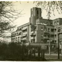 Flat Catsheuvel aan de Adriaan Goedkooplaan, hier woonden mr. L.E. Visser en zijn echtgenote na 1937 - fotocollectie Haags Gemeentearchief