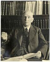 Mr_dr__-L_E_-Visser-omstreeks-1940-collectie-HGA-