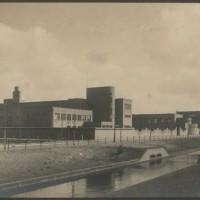 2de Stedelijk Gymnasium (later Maerlant L:yceum) aan de Johannes Bildersstraat 11,  omstreeks 1930. Op deze school gaf Nicolette Bruining Hebreeuwse les – Foto collectie Haags Gemeentearchief
