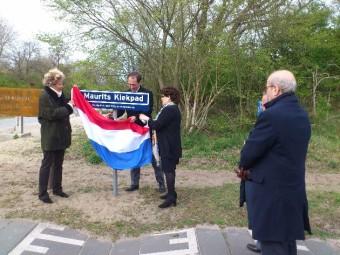 Op 29 april 2015 onthulde wethouder Boudewijn Revis samen met de twee zonen en de twee dochters van Maurits Kiek het Maurits Kiekpad