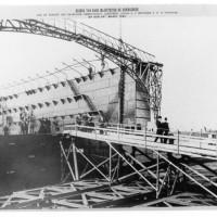 Pletterijkade, bezoek van koningin Emma aan de pletterij van Enthoven op 29 maart 1894 tijdens de bouw van een drijvend dok - foto Atelier Alex. van Dijck