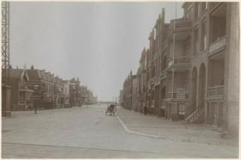 Harstenhoekweg gezien van de Haarlemsestraat naar de Zwolsestraat omstreeks 1912 - foto collectie Haags Gemeentearchief