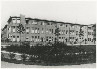 Wassenaarseweg 92-100, ca. 1930. George Maduro zat tijdens de oorlog onder andere ondergedoken op nr. 98 - foto collectie Haags Gemeentearchief