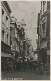 Winkel van Etam op de Hoek van de Wagenstraat en de Spuistraat omstreeks 1946 - foto collectie Haags Gemeentearchief