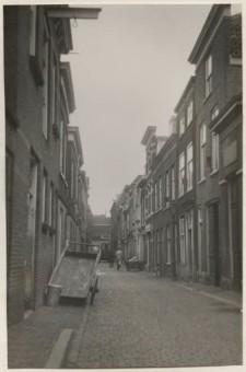 Oog in 't Zeilstraat, omstreeks 1940 - foto H.W. Douwes, fotocollectie Haags Gemeentearchief