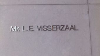 Mr. L.E. Vissrzaal, grote zittingszaal in het nieuwe gebouw van de Hoge Raad der Nederlanden
