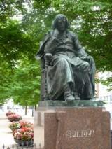 Spinoza standbeeld P1030056